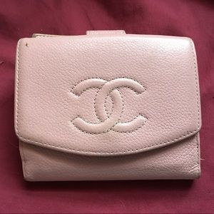 Small pink caviar leather authentic Chanel wallet